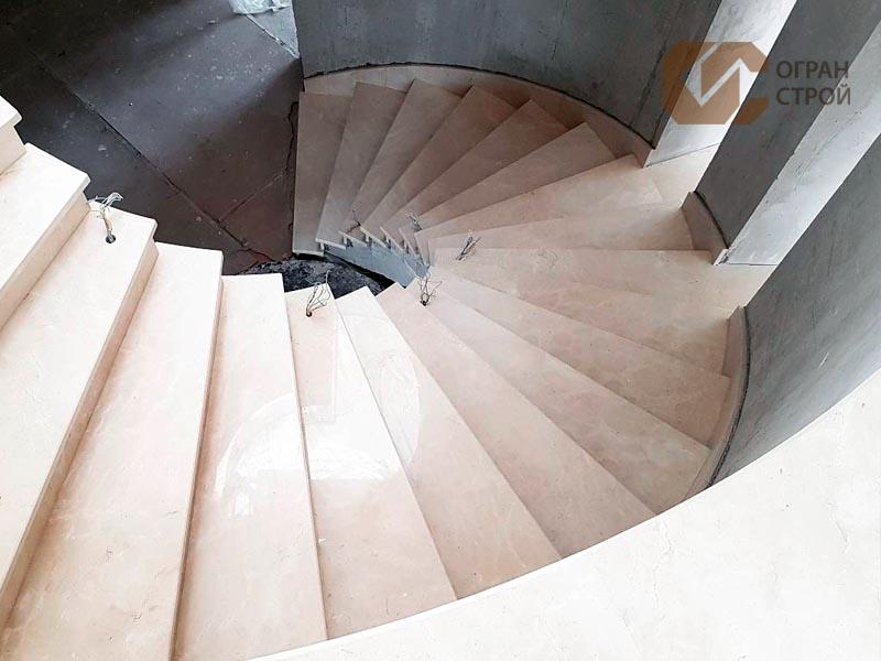 Лестница-мрамор-Крема-марфил